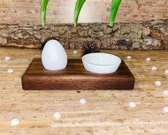 Eierbecher - Nussbaum mit einer Schale